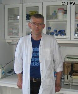 Dr.Scient, Lektor Ian H. Lambert.